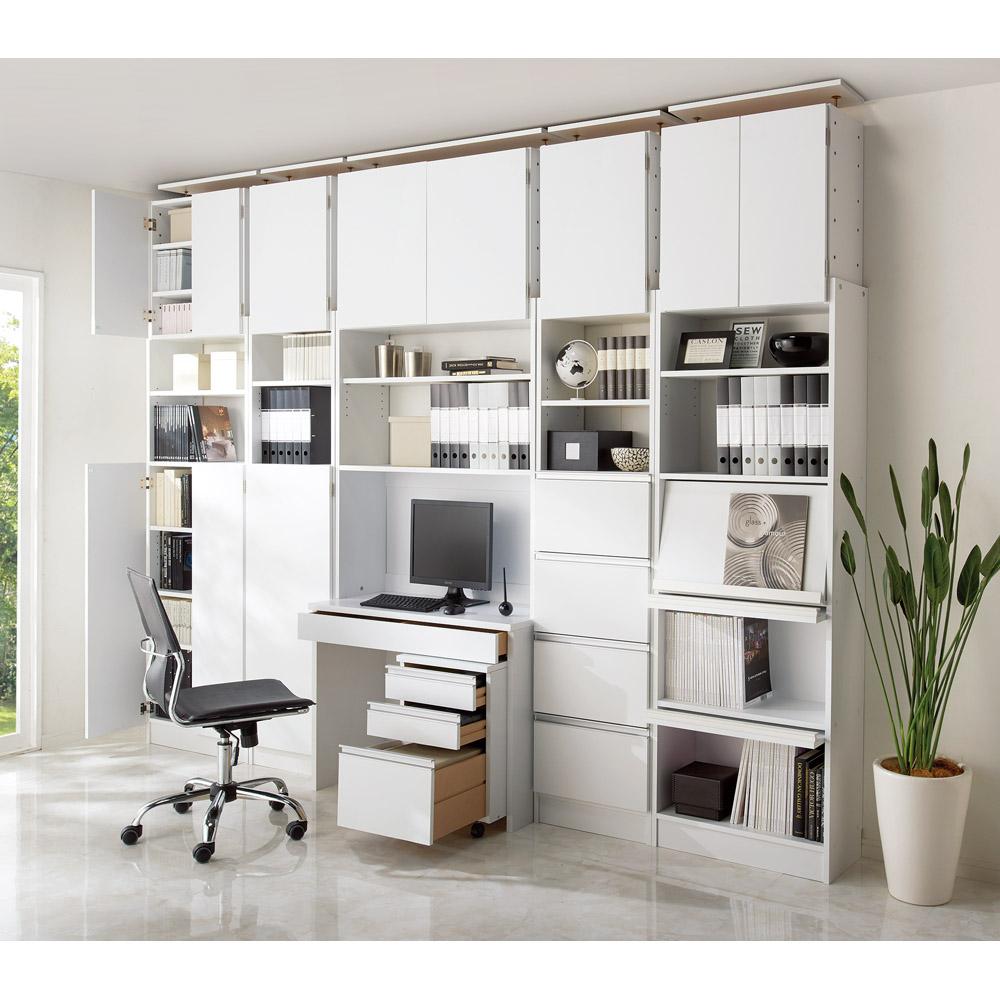 このBESTÅ(ベストー)は、壁面に固定できるタイプの収納棚なので、キッチンやリビングの見栄えがグッと引き締まります。