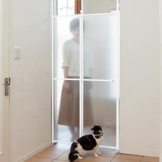 猫の脱走防止用突っ張り式パーテイション