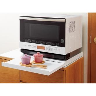家電周りでの調理をサポートするレンジ下スライドテーブル 幅45cm
