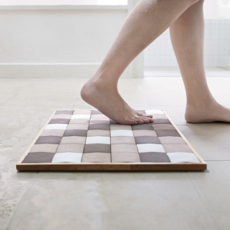Egg tile bath mat (Mino tile natural wood frame)