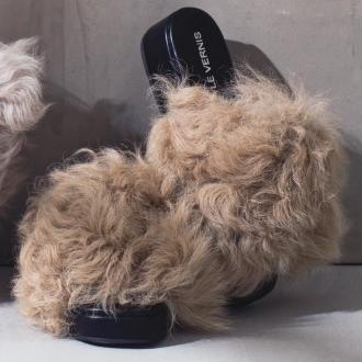 LE VERNIS / Le Vernis lamb fur sandals