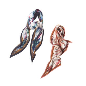 Feather print pleated scarf