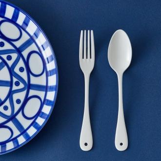 勺子的釉質和叉2的四組每個總