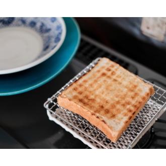 豐滿的美味烤麵包[小尺寸的陶瓷燒烤]