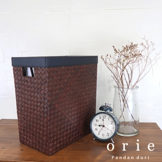 Orie Square dust box