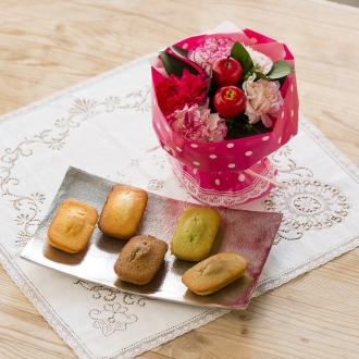 【母の日ギフト】クレーム デ ラ クレーム ガトードゥ京野菜5個&そのまま飾れるマザーズブーケセット