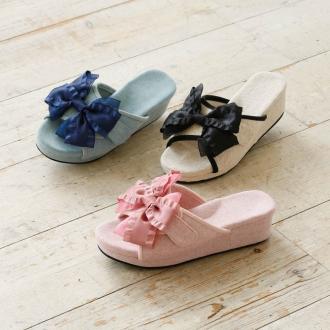 Yoshi Ashiya manipulative size adjustment function with the pelvis room sandals